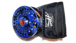 Verkaufe Fliegenrolle: Abel TR 2 Sonderfarbe Solid Color Blau mit Schnur