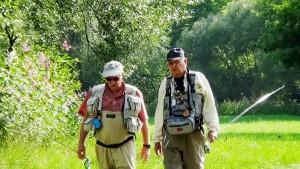 Hans und Konrad unterwegs zum Fliegenfischen am weißen Regen