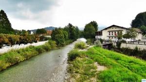 Fliegenfischen in der weißen Traun. Brücke bei Rudi Heger in Siegsdorf